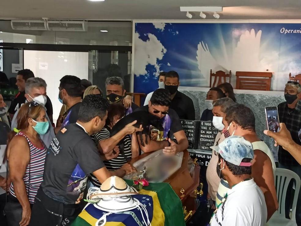 Cadela criada por Pinto do Acordeon viajou de Patos para João Pessoa para velório do cantor — Foto: Mário Aguiar/CBN