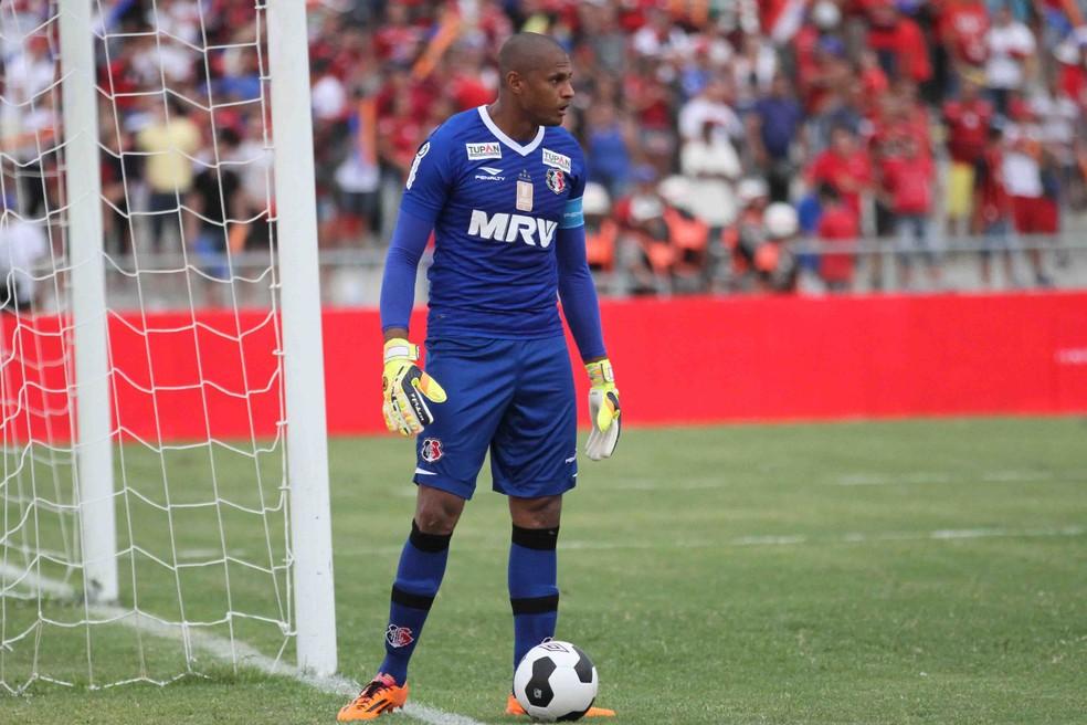 Tiago Cardoso foi o capitão do título regional de 2016 — Foto: Adelson Costa / Pernambuco Press