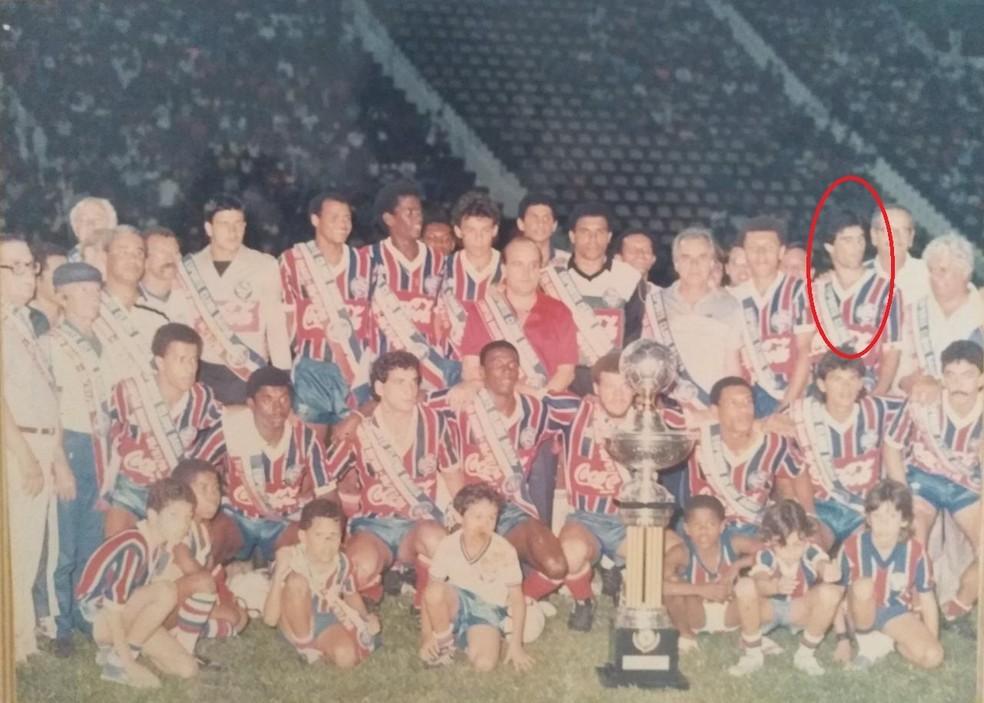 """No time campeão brasileiro de 1998 era reserva. Evaristo de Macedo brincava com ele: """"Meu lateral que só leva bola nas costas"""" — Foto: Reprodução"""