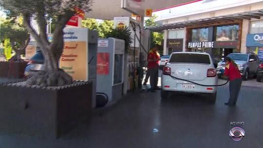 Porto Alegre deve ter mais de 30 postos com combustível nesta segunda, estima Gabinete de Crise