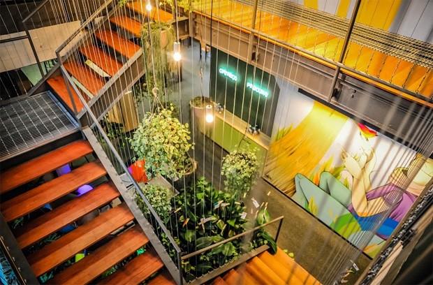 Escada que liga os dois andares abertos ao público em geral no Google Campus SP (Foto: Divulgação)