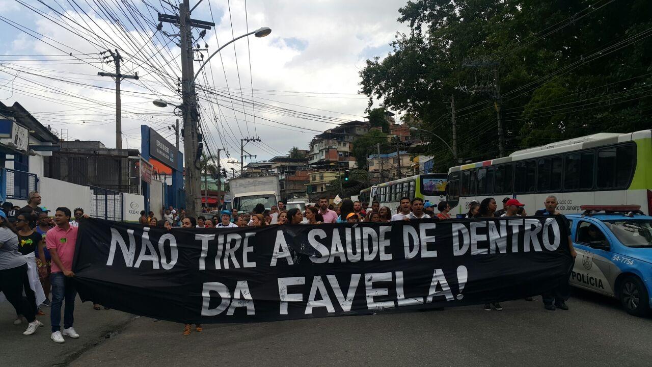 Funcionário protestam na Estrada de Itararé, na Zona Norte