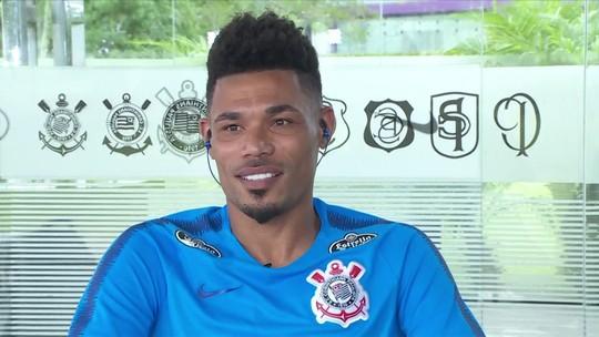 Gol pelo Corinthians, volante moderno e China: Júnior Urso é entrevistado no Seleção SporTV