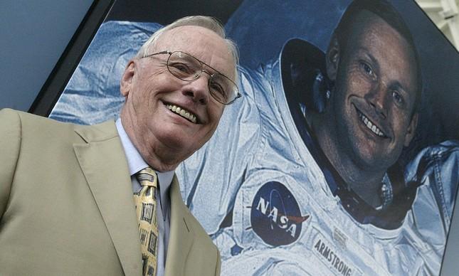 Armstrong em 20 de julho de 1969, comemorando os 40 anos da viagem à Lua
