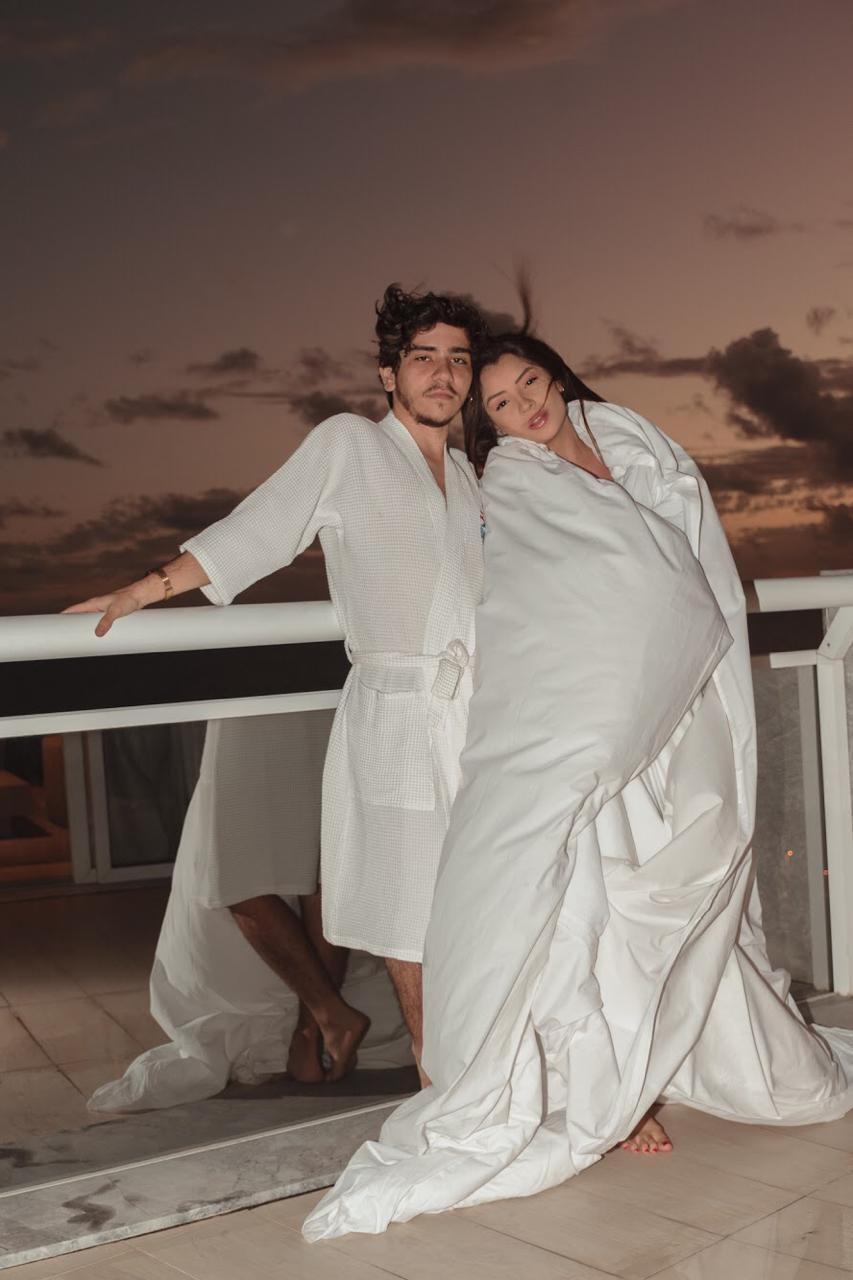 João Fernandes e Mabel Calzolari esperam primeiro filho (Foto: Luan Gadelha e Lucas Gabriel)