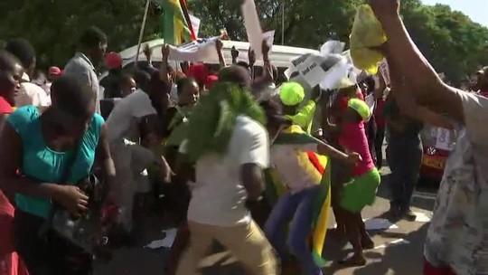 Mugabe renuncia à presidência do Zimbábue após 37 anos no poder