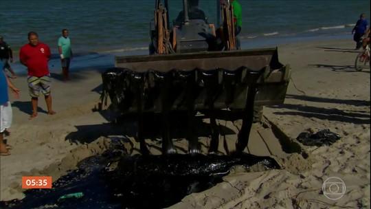 Detentos do sistema prisional de AL ajudam na limpeza das praias com manchas de óleo