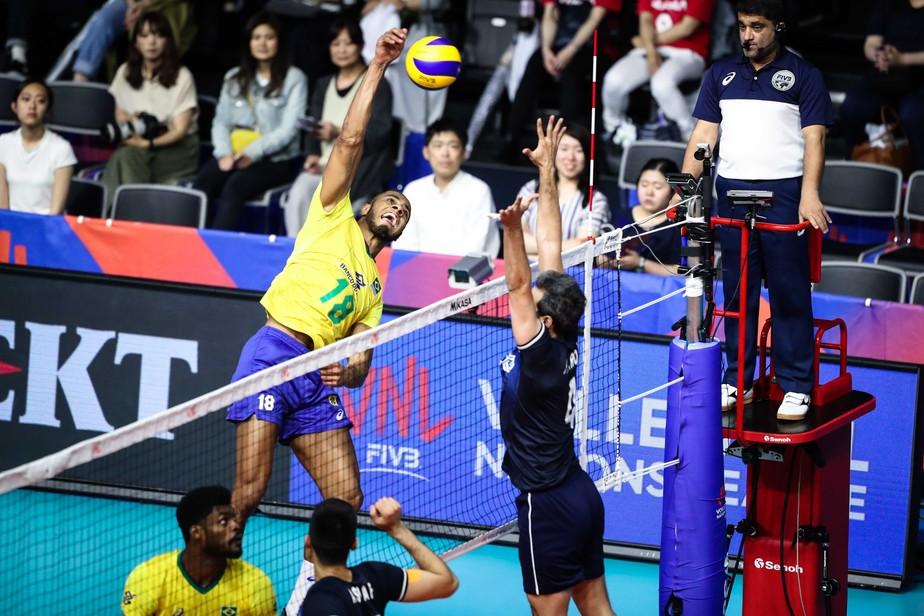 No sufoco! Reservas levam seleção masculina de vôlei à virada contra o Irã pela Liga das Nações