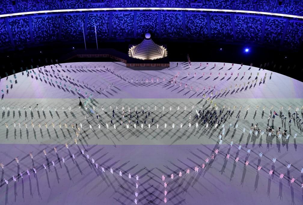 Atletas desfilam durante a cerimônia de abertura dos Jogos Olímpicos de Tóquio, no Japão — Foto: Athit Perawongmetha/Reuters
