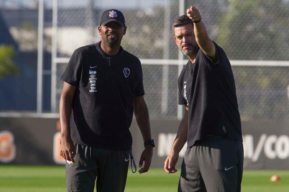 Corinthians demite mais quatro integrantes da comissão técnica; confira