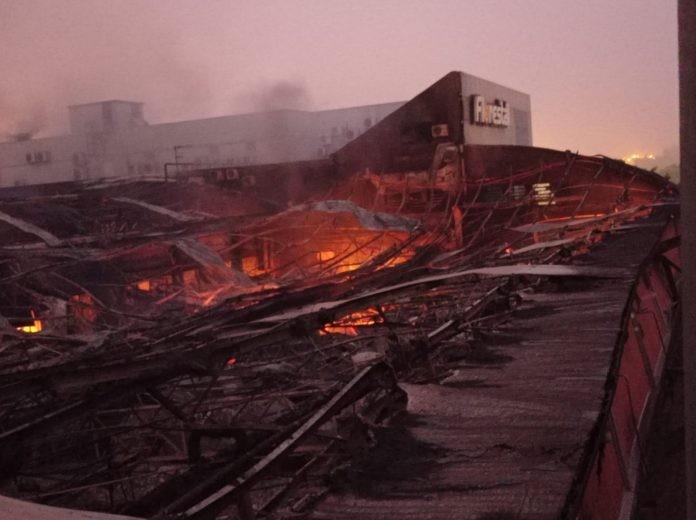 Incêndio destrói pavilhão de fábrica de doces em Lajeado