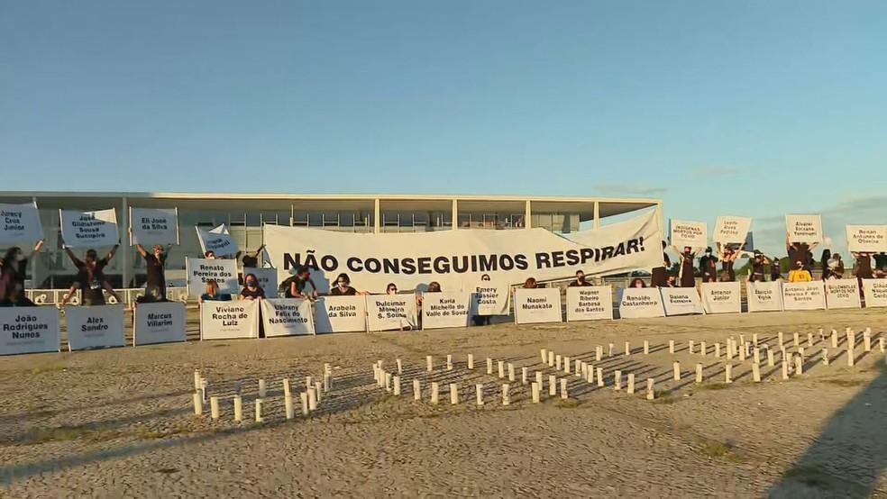 Ato de parentes de vítimas da Covid-19 em Brasília — Foto: TV Globo/Reprodução