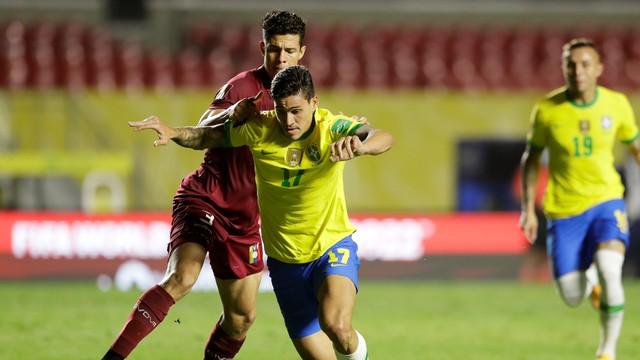 Pedro em ação contra a Venezuela, na sua estreia pela seleção brasileira