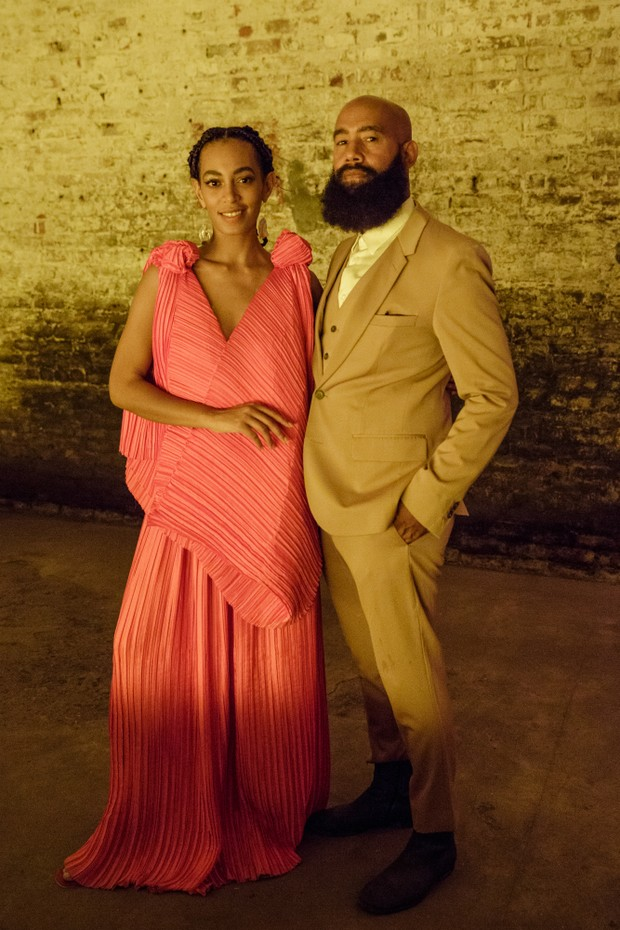 "NEW ORLEANS, LA - OCTOBER 07:  (EXCLUSIVE COVERAGE) Solange Knowles (L) and Alan Ferguson attend ""A Seat At The Table"", a listening event for Solange's new album at Saint Heron House on October 7, 2016 in New Orleans, Louisiana.  (Photo by Josh Brasted/Ge (Foto: Getty Images)"