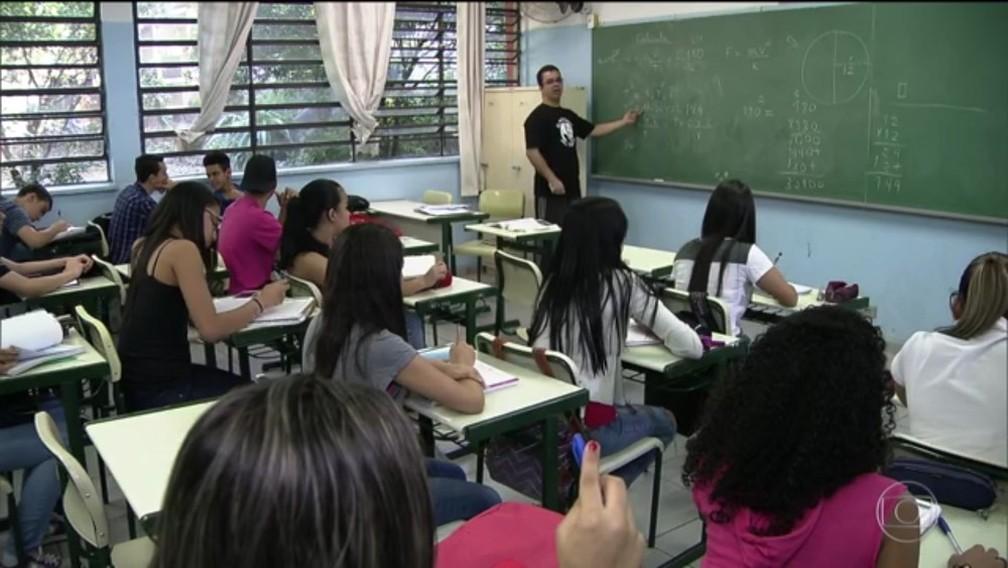 Professor em sala de aula em São Paulo — Foto: Reprodução/TV Globo