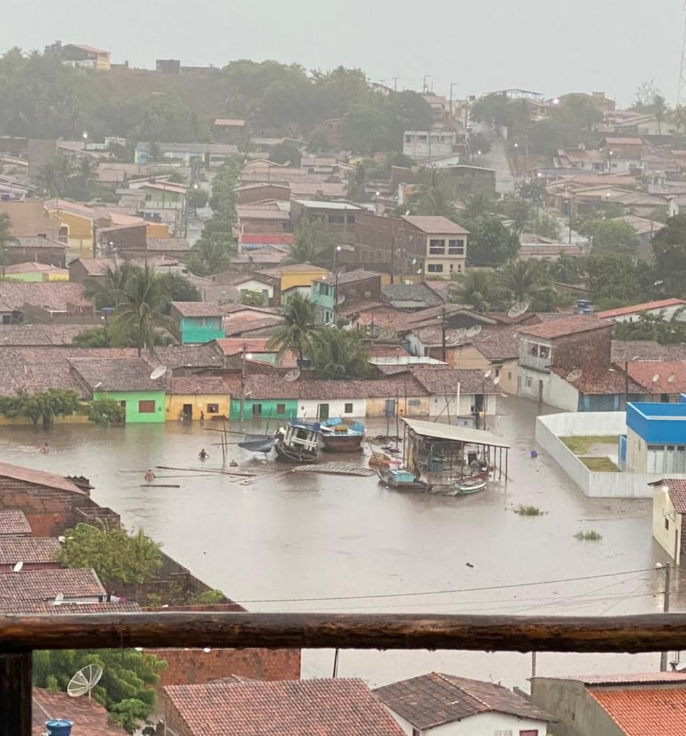 Chuva de poucas horas alagou ruas e casas em Baía Formosa, no Litoral Sul potiguar — Foto: Cedida