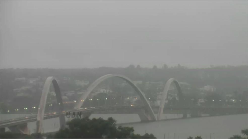 Chuva atinge Distrito Federal nesta quinta-feira (19) — Foto: TV Globo/Reprodução