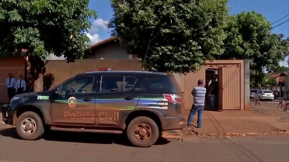 Polícia foi chamada por vizinhos (Foto: Edval Kiomido/TV Morena)