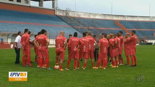 Sem poder ir à final, menino de 7 anos é convidado a acompanhar treino do Pouso Alegre FC