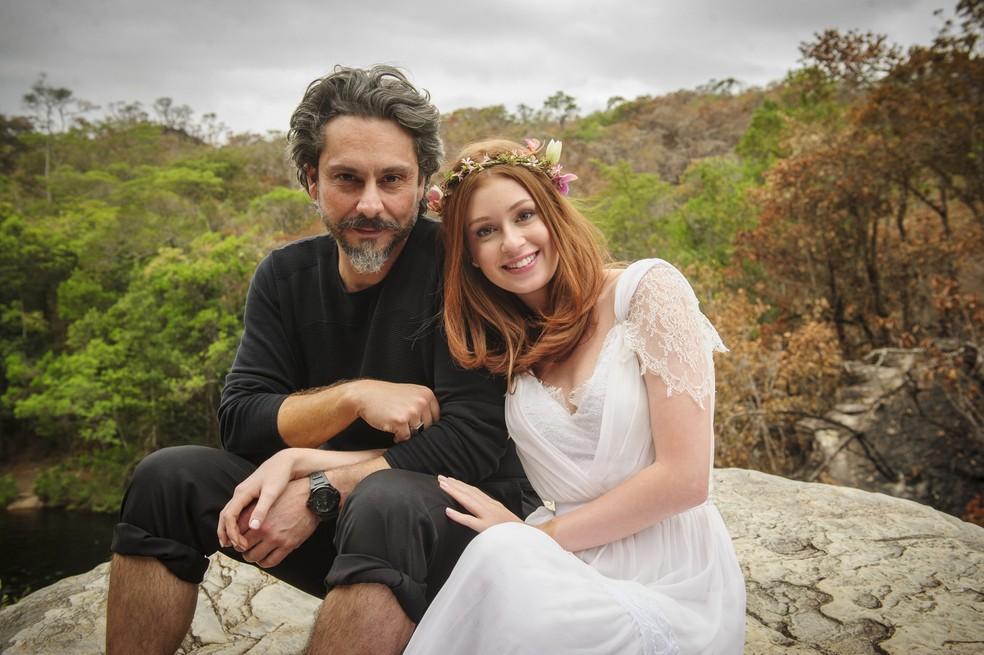 José Alfredo (Alexandre Nero) e Maria Isis (Marina Ruy Barbosa) se casam diante da paisagem do Monte Roraima - 'Império' — Foto: Alex Carvalho/Globo