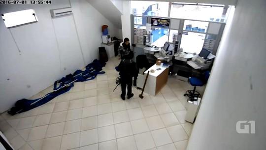 Câmeras de segurança captam assalto a lotérica de Morrinhos do Sul