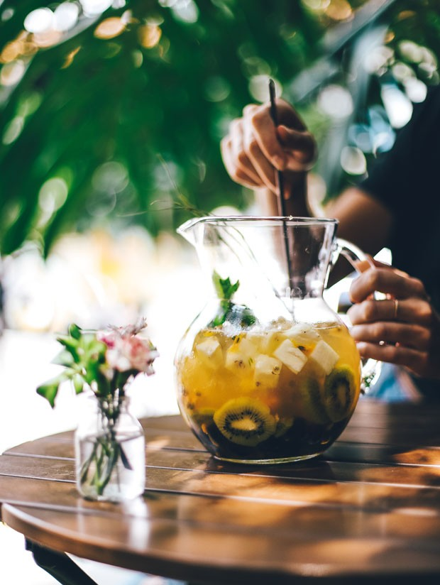 6 drinks deliciosos (e coloridos) para preparar no Carnaval