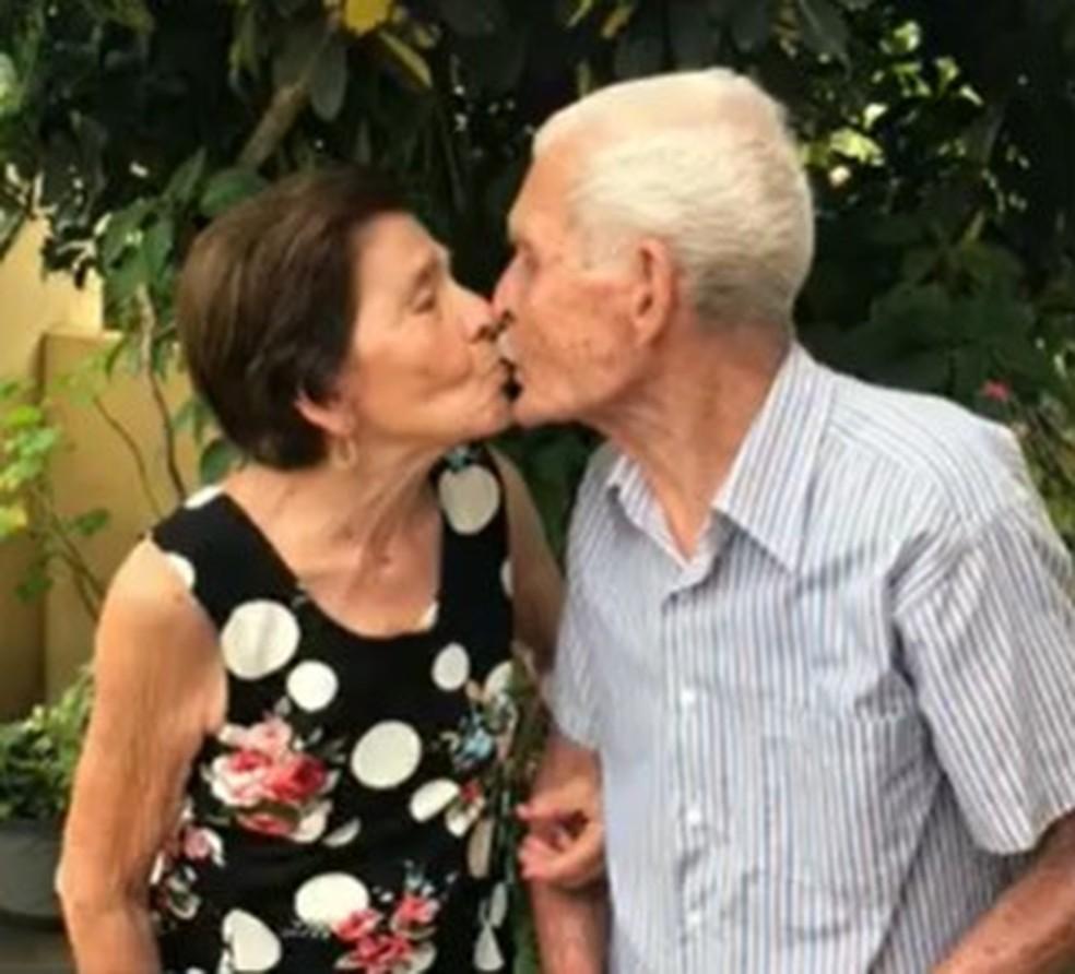Seu Moacyr e Dona Celina estavam juntos há 70 anos. O idoso vitima da Covid-19 foi enterrado neste sábado (27) — Foto: Arquivo pessoal