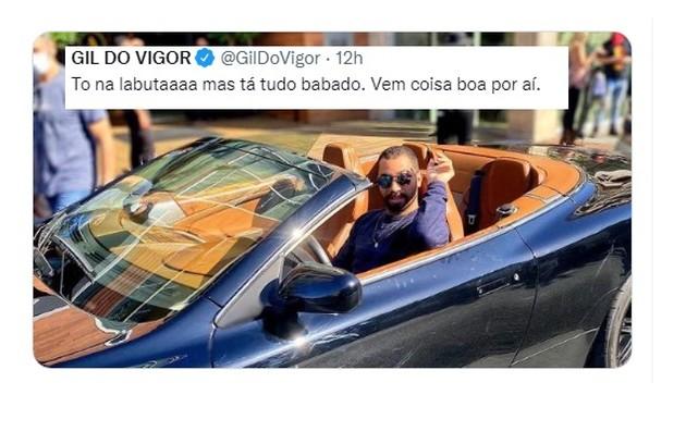 Gil do Vigor, que faz pós-doutorado nos Estados Unidos, posou com carrão e se divertiu (Foto: Reprodução)