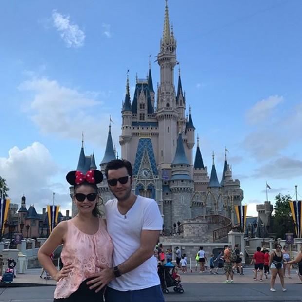 Grávida, Milena Toscano curte dias na Disney com Pedro Ozores. Casal viajou a Orlando para montar enxoval (Foto: Reprodução/Instagram)