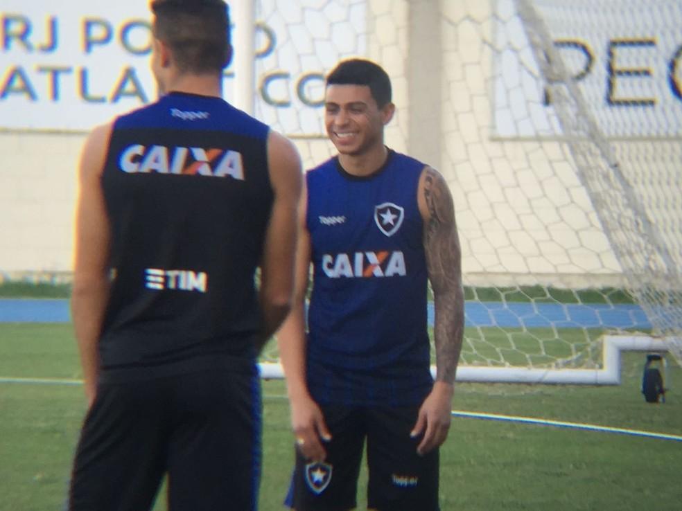 107c72cb5a8c5 Médico do Botafogo afirma que Renatinho está liberado para jogar ...