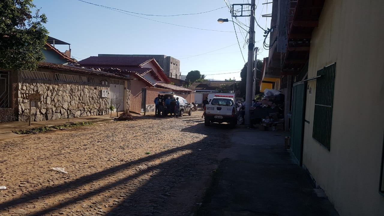 Homem morre após cair do telhado de uma casa em Águas Formosas enquanto fazia serviços de manutenção