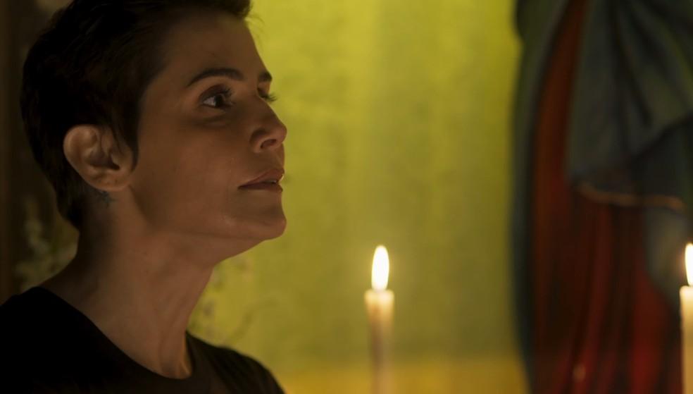 Karola descobre que é filha de Severo — Foto: TV Globo