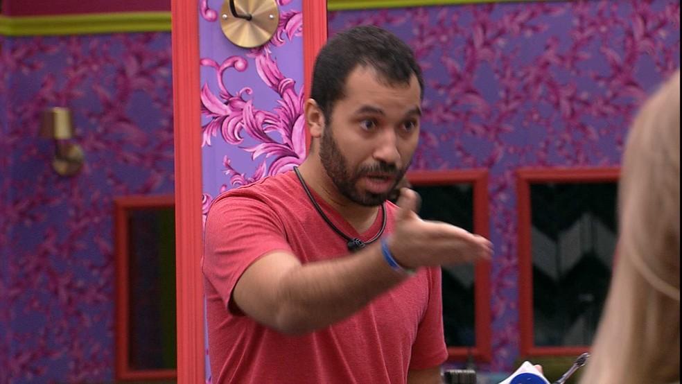 Gilberto vai até Arthur esclarecer situação: 'Por que mentir na minha frente? — Foto: Globo