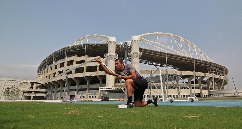 Bruno Lazaroni tem três dias para definir estratégia para enfrentar o Goiás — Foto: Vitor Silva/Botafogo