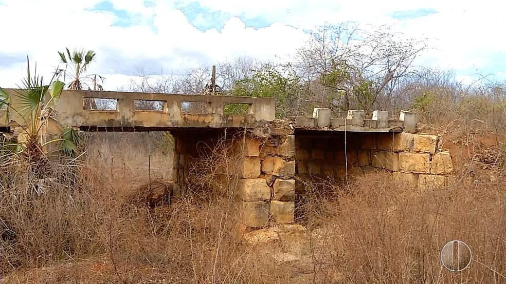 Ponte deteriorada prejudica tráfego na região Oeste potiguar (Foto: Reprodução/Inter TV Costa Branca )