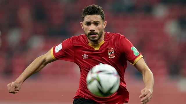 Ayman Ashraf tenta levar o Al Ahly ao ataque contra o Bayern de Munique