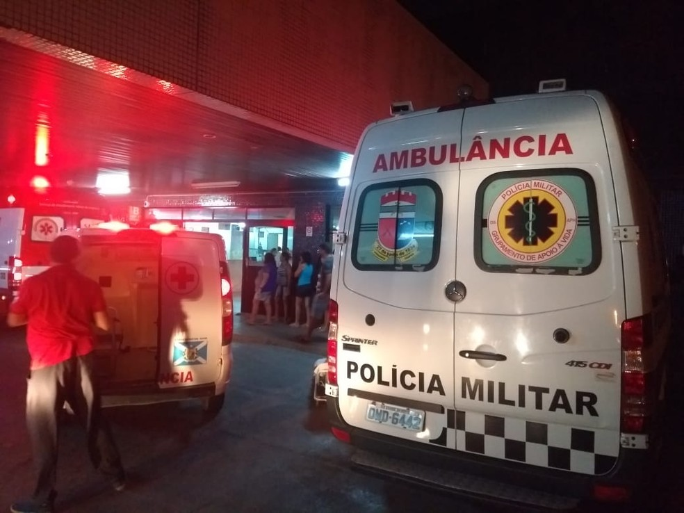Policial Fernando Antônio Azevedo Rodrigues foi levado para o Hospital Walfredo Gurgel, em Natal — Foto: Acson Freitas/Inter TV Cabugi