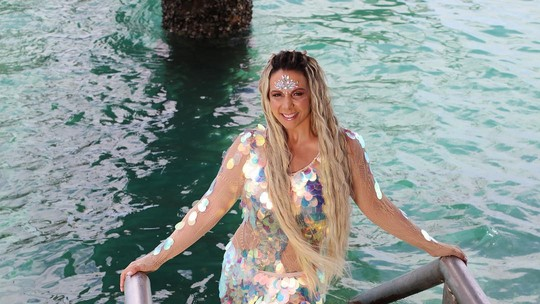 Carla Perez se fantasia de sereia mais uma vez; veja!