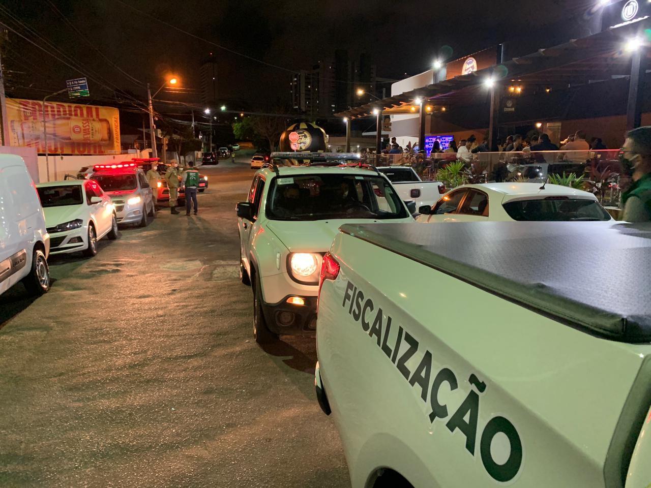 Grupo de Fiscalização Integrada Covid-19 realiza ações em bares e restaurantes, em Caruaru