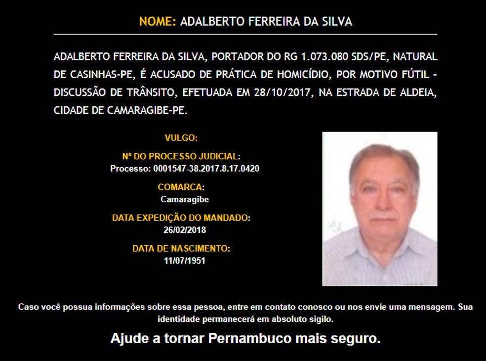 Adalberto Ferreira da Silva é procurado por atirar num empresário durante discussão no trânsito, no Grande Recife (Foto: Disque Denúncia/Divulgação)