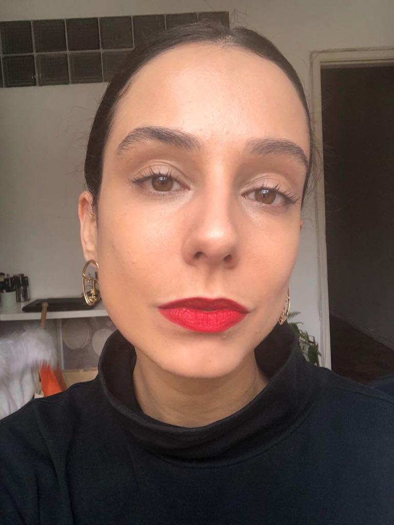 Tirei essa foto alguns dias antes de realizar o procedimento e estava muito maquiada  (Foto: Olívia Nicoletti )