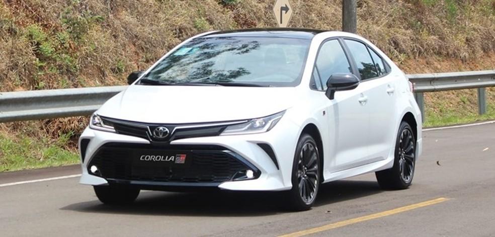 """Toyota Corolla GR-S 2022 tem visual mais """"ousado"""" com detalhes e rodas escurecidas — Foto: Divulgação"""