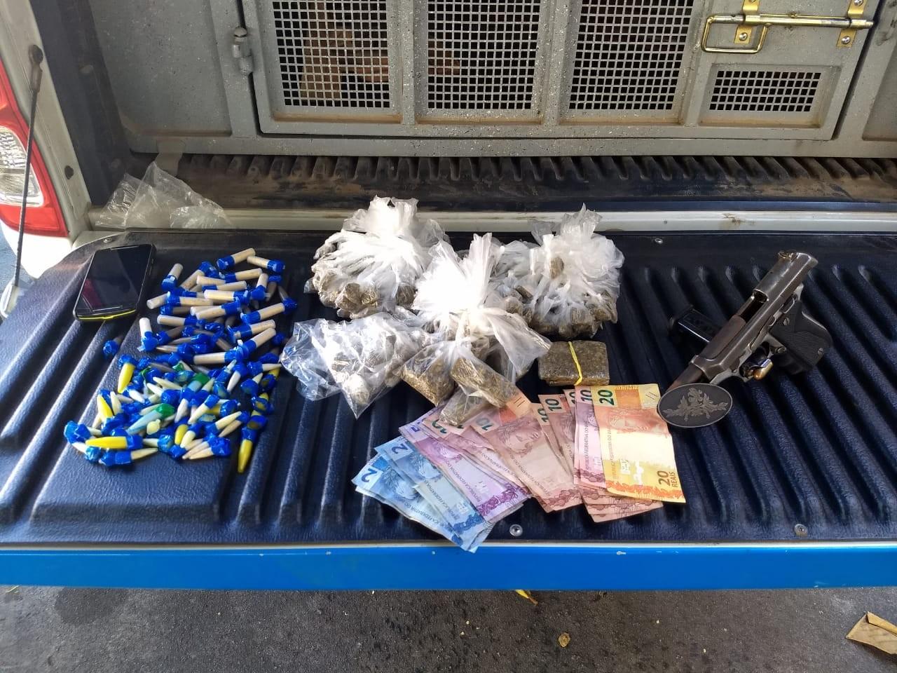 PM detém homem com arma e drogas dentro de apartamento em Campos, no RJ - Noticias