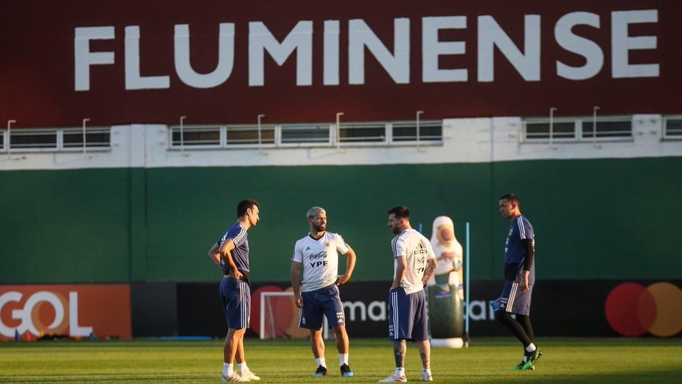 Aguero e Messi em treino no CT do Fluminense — Foto: Lucas Merçon / Fluminense