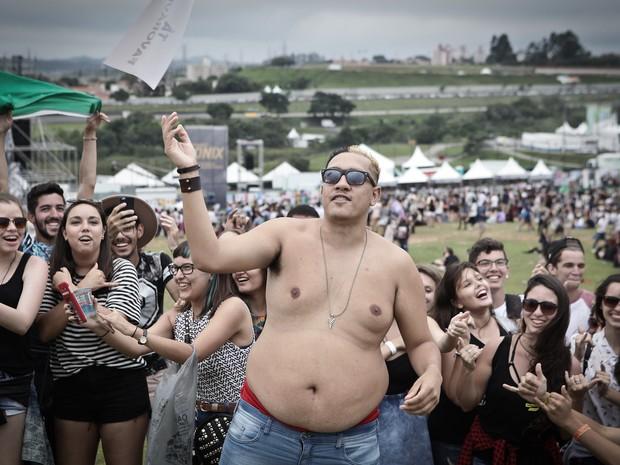 MC Bin Laden ensina coreografia de 'Tá tranquilo tá favorável' ao público do Lollapalooza 2016 (Foto: Caio Kenji/G1)
