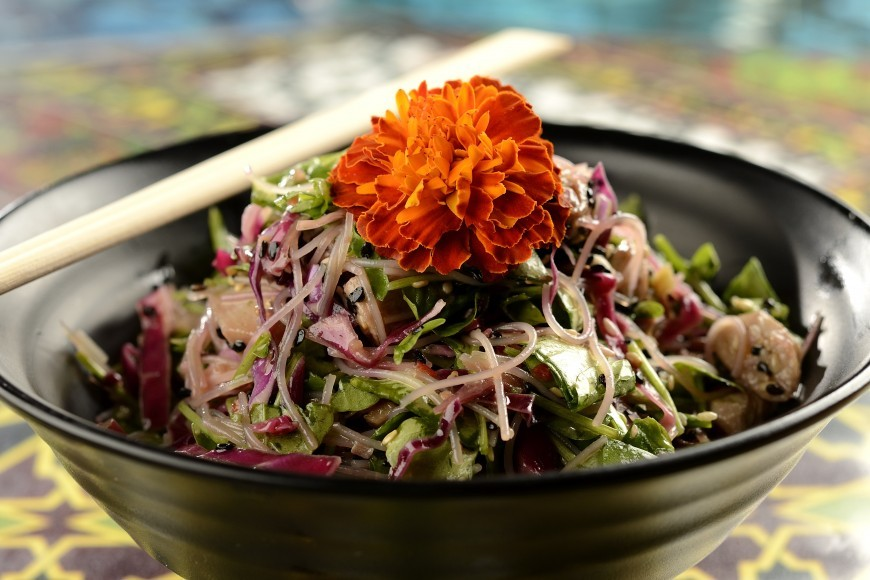 Faça uma salada de macarrão Bifum como acompanhamento na ceia de Natal vegana (Foto: Divulgação)