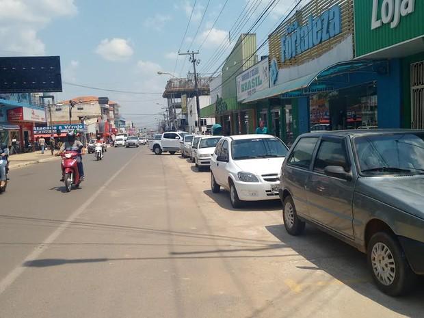 Comerciantes acreditam que estacionamento na diagonal oferece mais vagas (Foto: Pâmela Fernandes/G1)