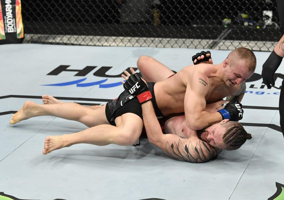 Jesse Ronson derrotou Nicolas Dalby no UFC: Whittaker x Till — Foto: Getty Images