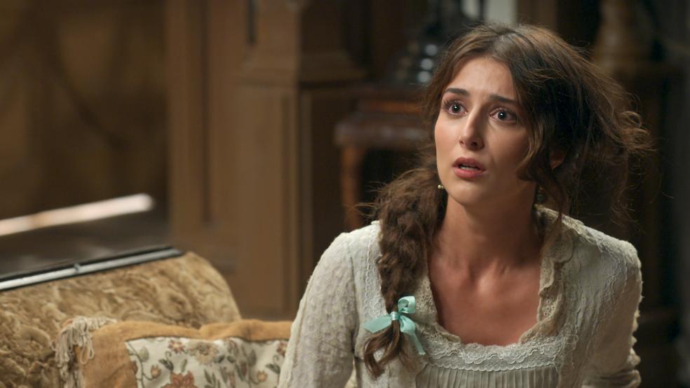 Cecília embarca na armação de Fani e fica apavorada (Foto: TV Globo)