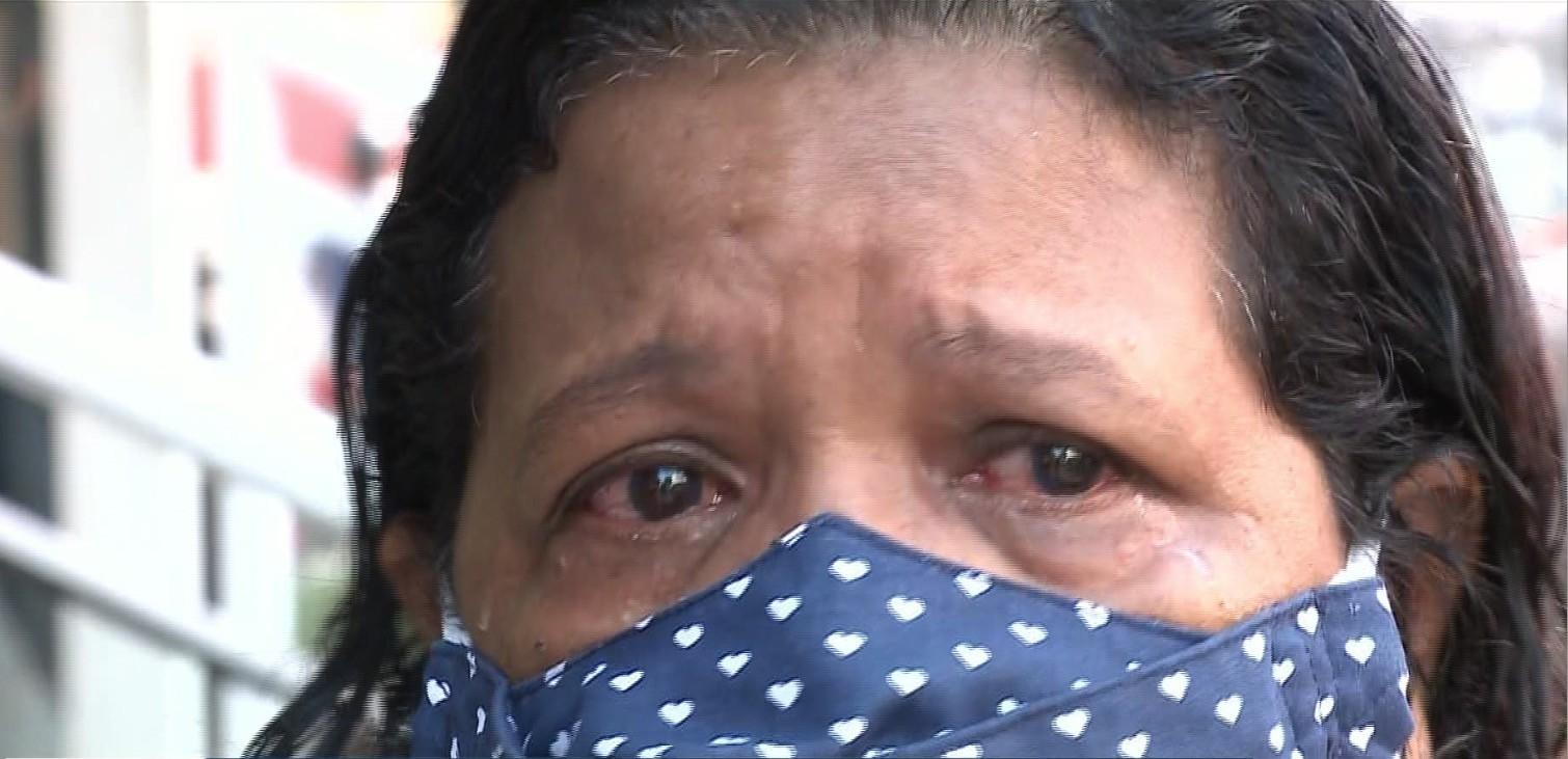 Pensionista chora após ter solicitação negada pelo Iaspi: 'me sinto um nada'